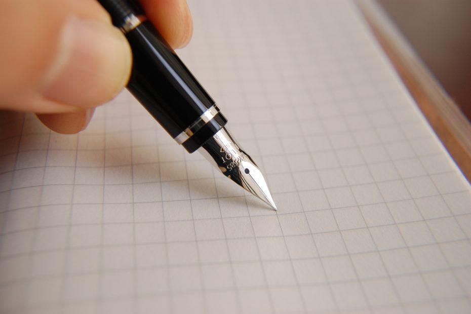 Unterschrift, Füllfederhalter auf kariertem Papier